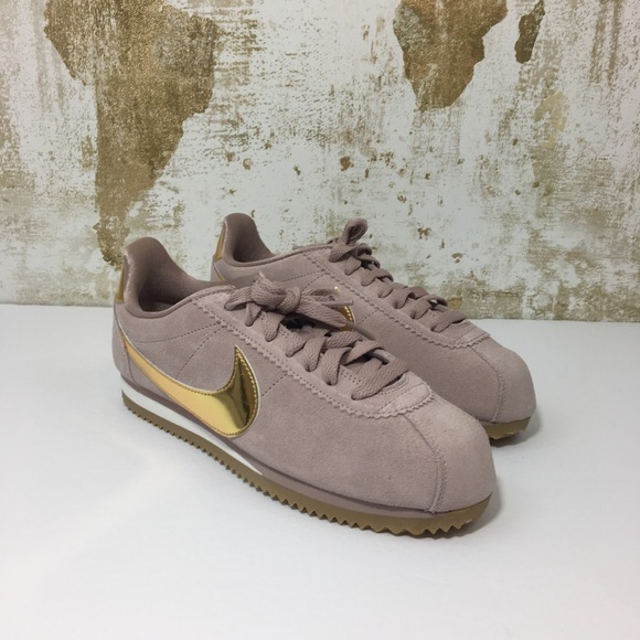 outlet store 279da e9897 Nike Classic Cortez SE Diffused Taupe Running Shoe.  M 5c5b3d8a2e1478a1d8390bd2